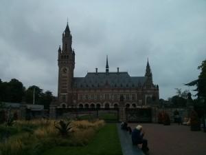 Palác míru v Haagu, kde sídlí různé mezinárodní soudní instituce